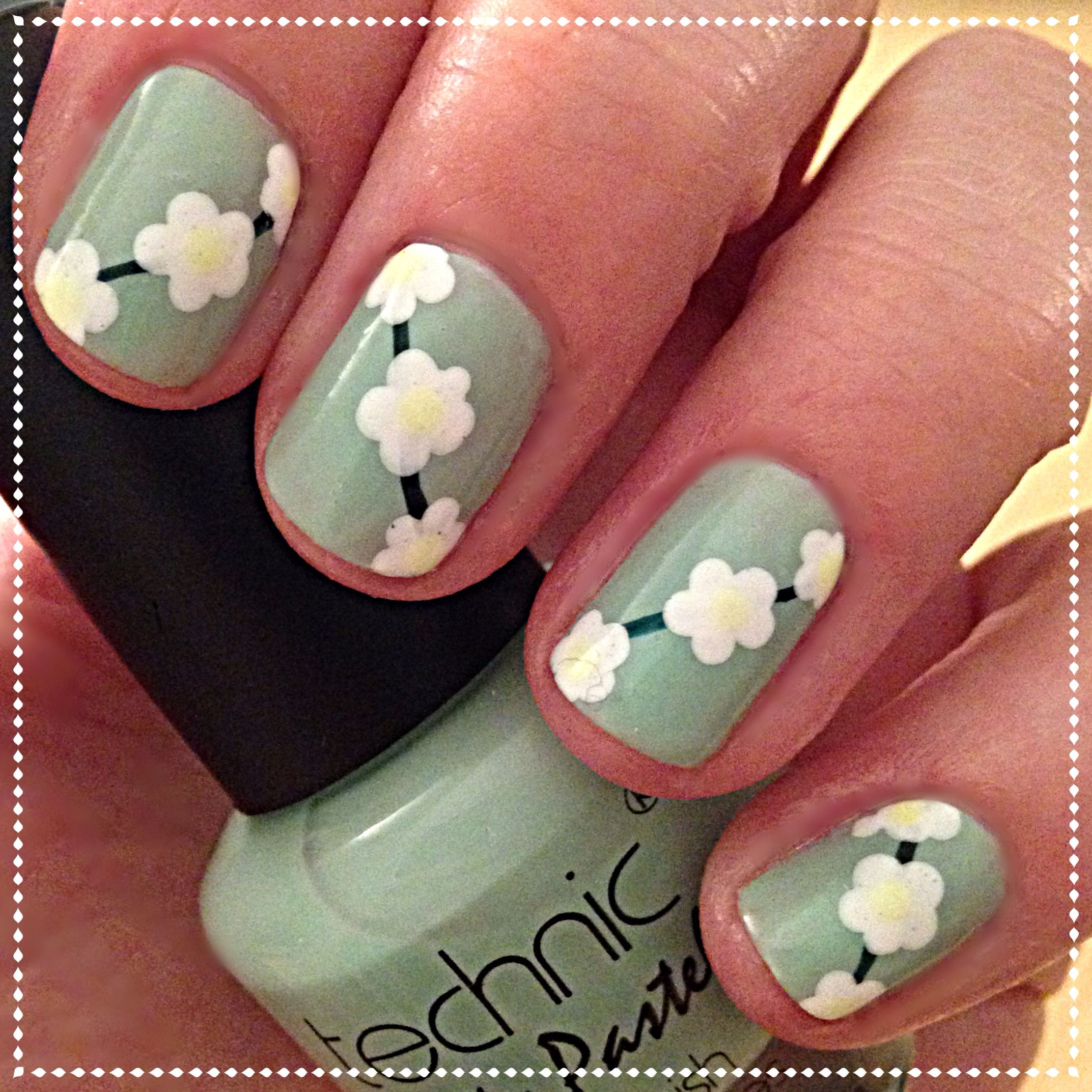 Daisy Chain Nails | beginnersnailart\'s Blog